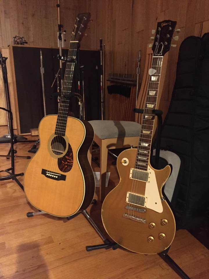 Tommy Fedak plays Martin OM-28 & Gibson 57 Gold Top at Big Fish Studios